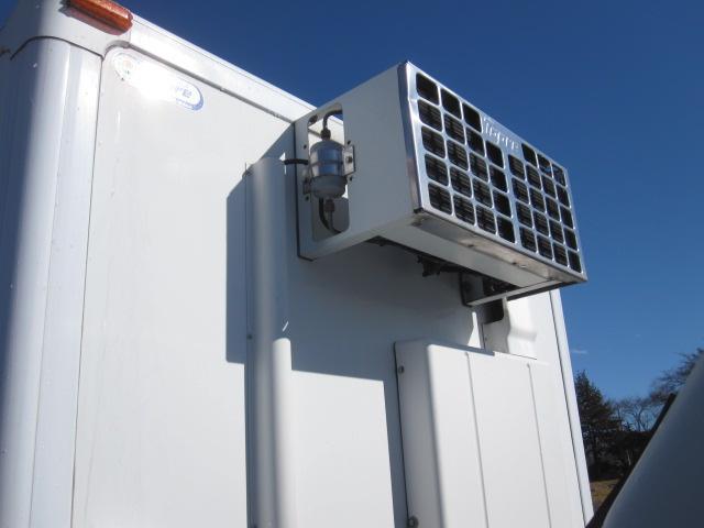 エルフ標準ロング低温冷凍バンサイドドア付き