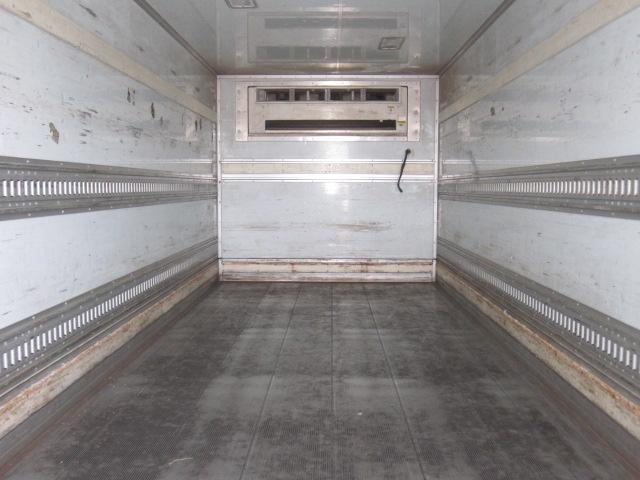 4トン冷凍バン リア3枚折れ戸