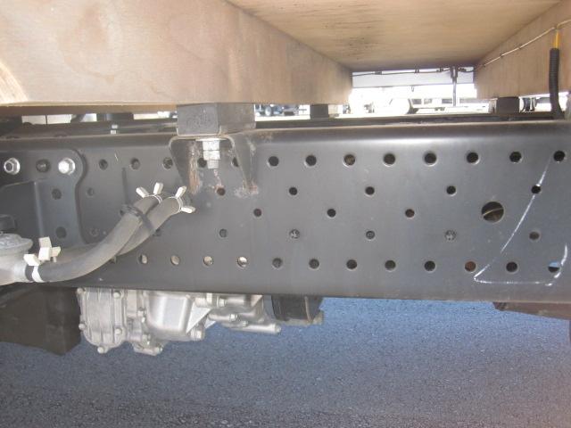いすゞ1.5トンパートタイム4WD平ボデー車検付きです。