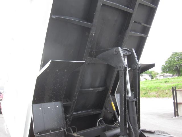 日野4トン深ダンプ 車検付き 低走行です。